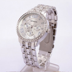 Ceas dama Geneva argintiu bratara metalica cristale superb cutie cadou
