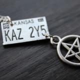 Pandantiv / Colier / Lantisor / Medalion - SUPERNATURAL Dean - Placuta Inmatriculare Masina - KAZ 2Y5 - Pandantiv fashion