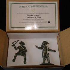 1838.Set figurine metalice - Colectia LA GRANDE ARMEE NAPOLEONIENNE - Marechal Berthier + Conducteur de Wurst scara 1:32, peste 14 ani, Unisex