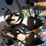Pantofi cu toc negri, marca Stradivarius, marimea 39