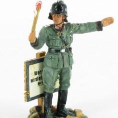 Soldat din plumb pictat manual - Colectia Pompieri Feuershutzpolizei 1940, peste 14 ani, Unisex