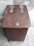 Lada de lemne veche , antica , pentru soba de teracota , semineu , depozitat diverse