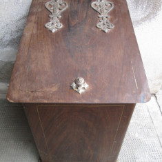 Lada de lemne veche, antica, pentru soba de teracota, semineu, depozitat diverse - Metal/Fonta
