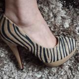 Pantofi aurii model zebra, superbi!, 37, Auriu, Cu toc