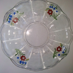 Farfurie decorativa de sticla clara ornamentata cu motive florale pictate manual - Arta din Sticla