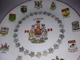 Farfurie decorativa,  stema Canadei si a provinciilor ei,  motive aurite