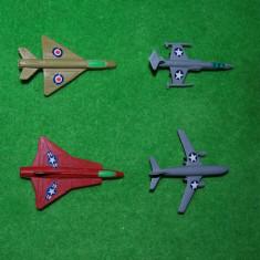 Lot 4 figurine, jucarii plastic, avioane de armata, aprox 8 cm, - Miniatura Figurina