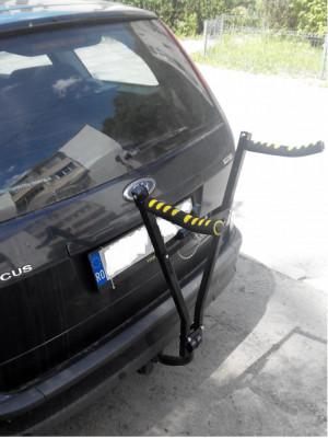 Suport pentru 2  biciclete  cu fixare pe carlig + cadou foto