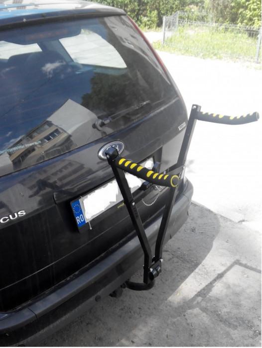 Suport pentru 2  biciclete  cu fixare pe carlig + cadou