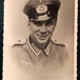 FOTOGRAFIE GERMANIA NAZISTA MILITAR IN UNIFORMA CU SAPCA NR. 8 - 13,5 x 9 cm **
