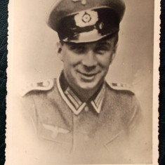 FOTOGRAFIE GERMANIA NAZISTA MILITAR IN UNIFORMA CU SAPCA NR. 8 - 13, 5 x 9 cm ** - Fotografie veche