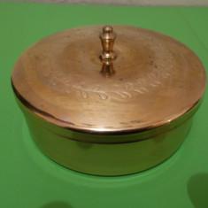 Frumoasa CUTIE din ALAMA cu capacul decorat in teme vegetale - Metal/Fonta, Cutii
