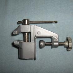 MENGHINA mica de banc  Deschidere 30mm. Din metal  Ideala in ateliere si works