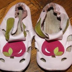 Papucei piele primii pasi - gradinita Tikki - Papuci copii Primii Pasi, Marime: 24, Culoare: Din imagine, Fete