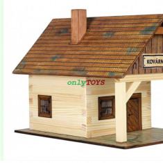 Set constructie casuta din lemn Fierarie Casa Fierarului eco walachia Kovarna - Set de constructie Walachia, 8-10 ani, Unisex