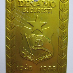 PLACHETA 8 X 6 CM CLUBUL SPORTIV DINAMO BUCURESTI 40 ANI 1948-1988 - Insigna fotbal