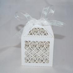 Marturie nunta/botez  Cutiuta cadou perforata cu design floral cutie cutii