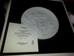 Platou decorativ din ceramica, inramat - semnat ERNST BRUZEK + certificat