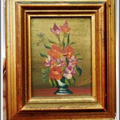 VECHE PICTURĂ MICĂ ÎN ULEI PE CARTON CU RAMĂ AURITĂ, ARANJAMENT FLORAL, SEMNATĂ! - Pictor strain, Flori, Miniatural