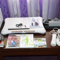Consola Wii + Accesorii + Wii Fit Plus + 2 CD-uri jocuri - Nintendo Wii