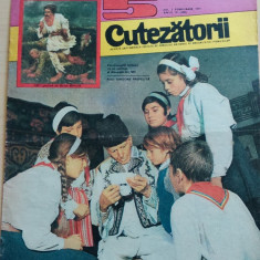 Cutezatorii 5 din 3 februarie 1977, anul X (nr. 488)/ Neuitatul an 1907 ep. 3 - Revista scolara
