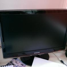 Vand TV/monitor 24