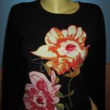 Pulover negru cu flori