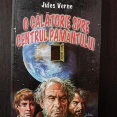 O CALATORIE SPRE CENTRUL PAMANTULUI -- Jules Verne -- 2004, 223 p.