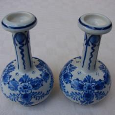 Doua vaze din portelan fin Delfs -