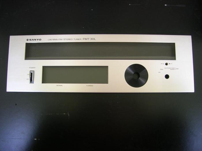masca fata radio tuner Sanyo FMT 30L