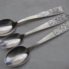 Doua lingurite si o furculita din alpacca argintate