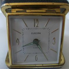 Frumos ceas de birou, Europa, 2 jewels, cutie de piele, stare perfecta.