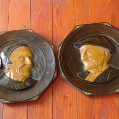 Lot 2 bucati - Farfurie decorativa veche portret de batrani sculptura lemn