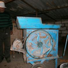 VAND MASINA ELECTRICA DE CURATAT PORUMB
