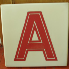 Vintage - reclama din plastic dimensiuni mari - anii 90 litera A - Reclama Tiparita