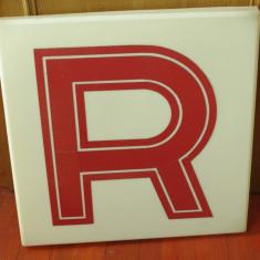 Vintage - reclama din plastic dimensiuni mari - anii 90 litera R - Reclama Tiparita