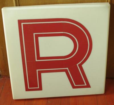 vintage - reclama din plastic dimensiuni mari - anii 90 litera R foto