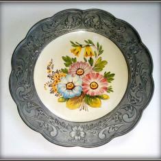 Farfurie veche decorativa in rama de zinc Bassano - Italia - Arta Ceramica