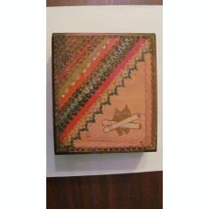 PVM - Cutie pastrat tigarete (tigari) veche din lemn pirogravata frumoasa