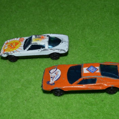 Lot 2 masinute plastic 6cm - Macheta auto Hot Wheels