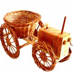 Decoratiuni de gradina -Suport flori Tractor din Rachita si lemn