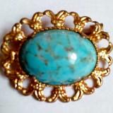 02 Brosa veche placata cu aur si piatra mare de Turcoaz