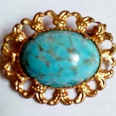02 Brosa veche placata cu aur si piatra mare de Turcoaz - Brosa placate cu aur
