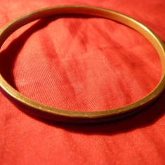 Bratara veche- metal aurit si cu email albastru-indigo , d interior= 6,5 cm