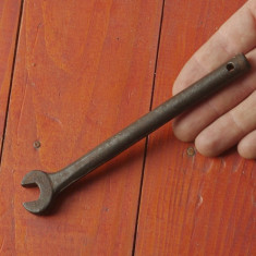 Scule / unelte - Veche cheie fixa model deosebit !!!! - Metal/Fonta