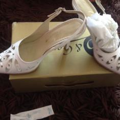 Pantofi tip sanda, pantofi decupati, ideali ocazii, nunta, marimea 37, Guban - Pantof dama, Culoare: Alb, Piele naturala, Cu toc