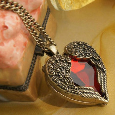 Pandantiv / Colier / Lantisor - Fashion Retro - Inimi De Inger In Forma De Inima