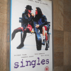 SINGLES ( 1992) - FILM CASETA VIDEO VHS - Film romantice, Engleza