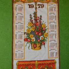 Calendar perete, panza material textil, 1979, 66x36 cm, motiv etno german flori - Calendar colectie