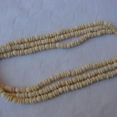 Colier din os ce imita fildesul format din trei randuri de margele - Colier perle